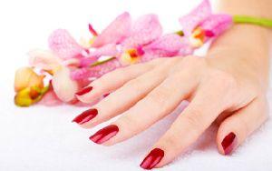 Правильный уход за ломкими ногтями